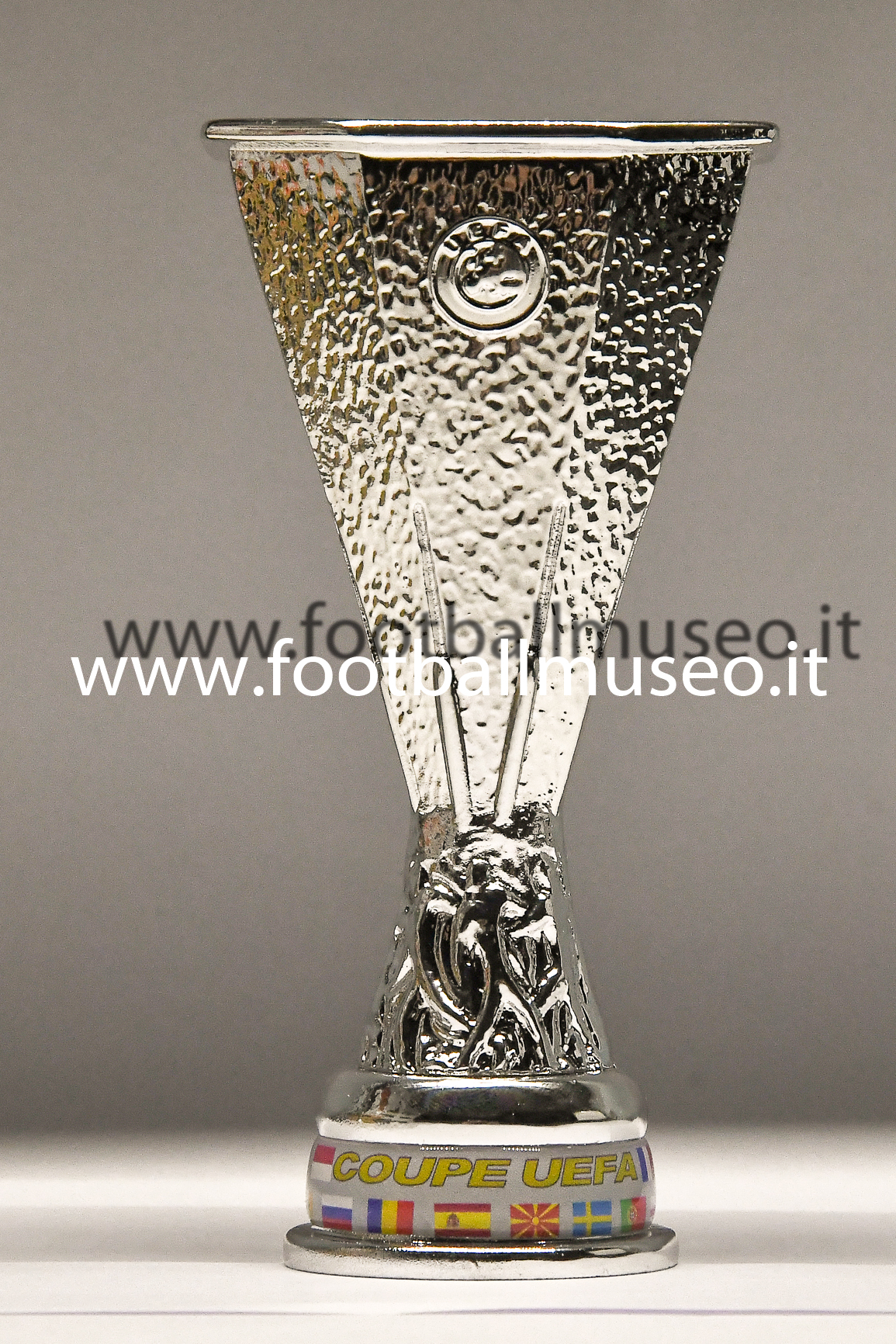 UEFA CUP REPLY 1: 4
